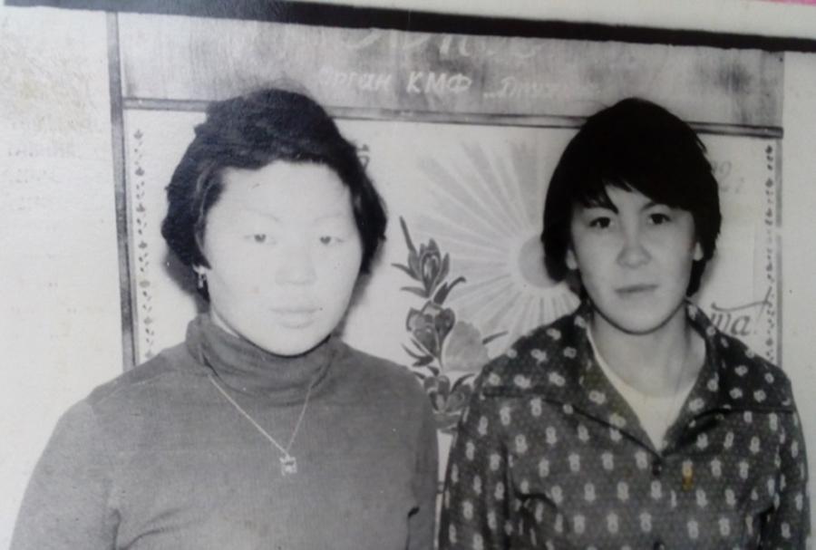 К-77 Редактор стенгазет Гыдыпова Вера слева.jpg