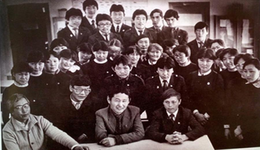 К-85 Встреча выпусников с руководителями колхоза.jpg