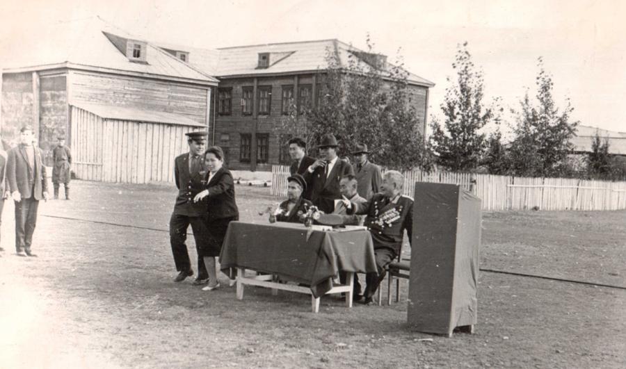 4. Встреча генерала Балдынова на Дульдургинской земле в 1965 году.jpg