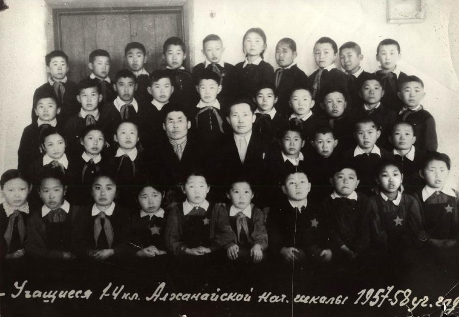 Учащиеся Алханайской нач.школы. 1957-1958 уч.год.jpg