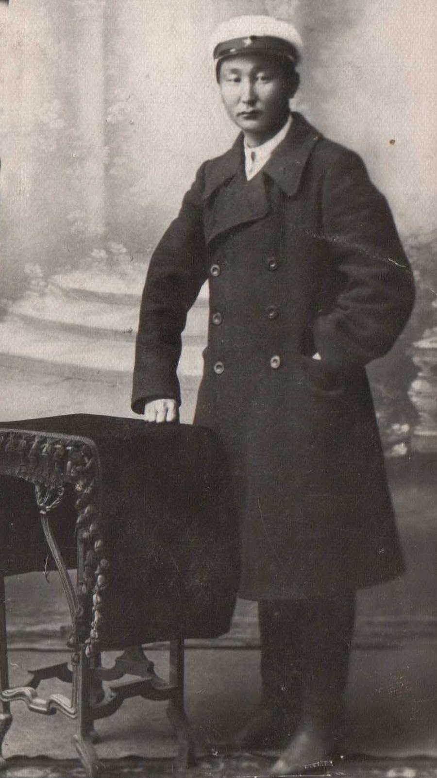 Бадмаев Хонин, Х-Ага, 1904 г.р., снято в 1930 г..jpg