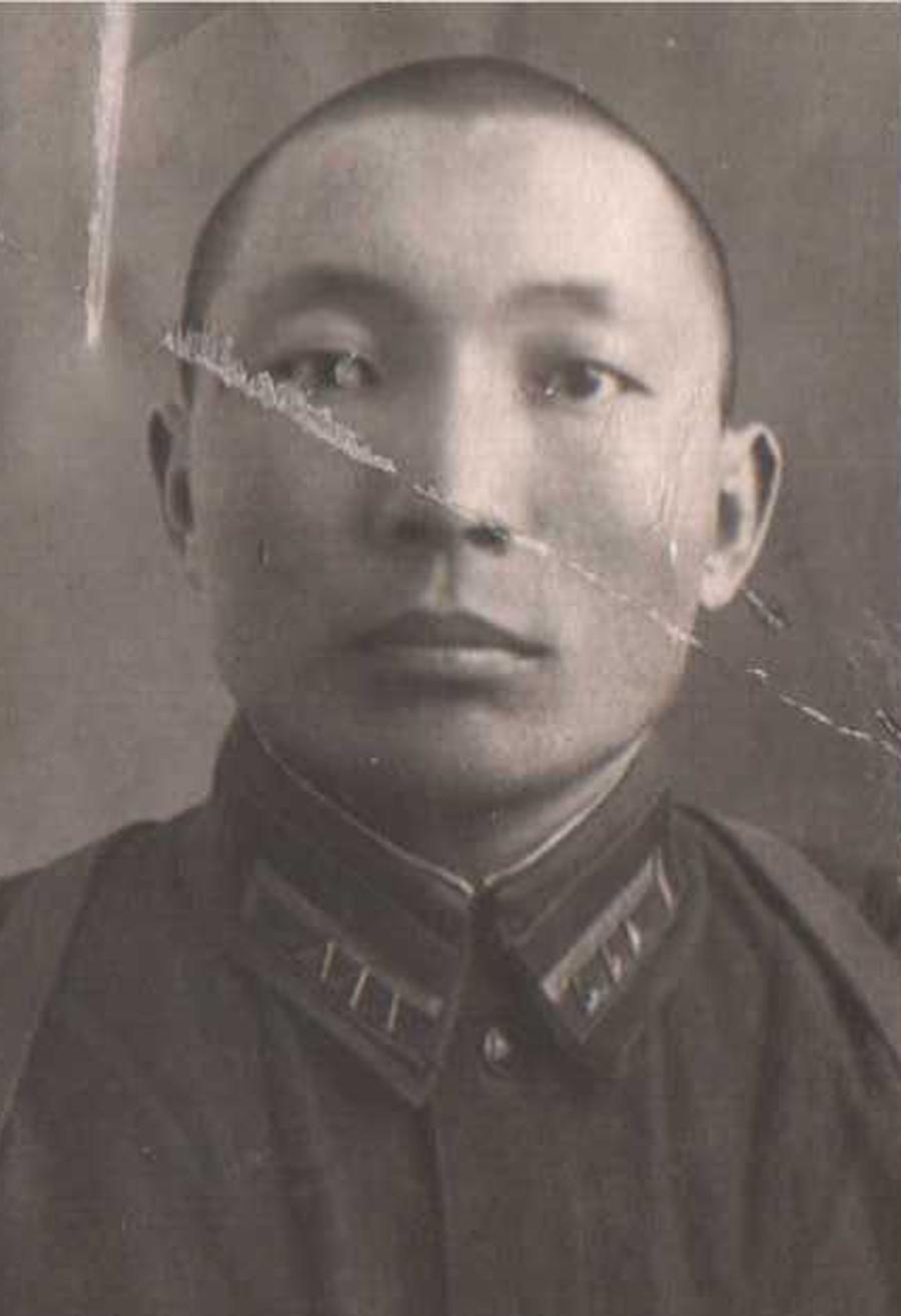 Ешинимаев Батоцырен, 1944 год. Харьков.jpg