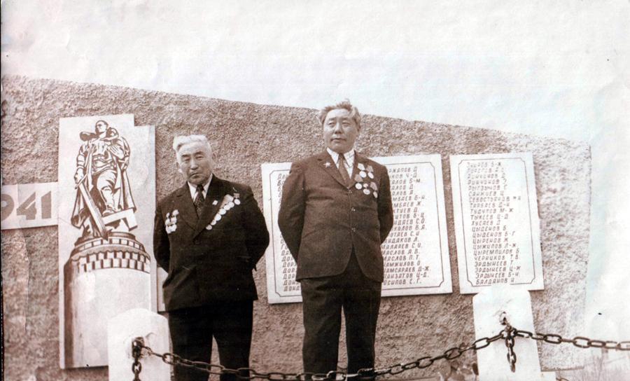 Батоцырен Барадиев и Даши-Нима Будаев.jpg