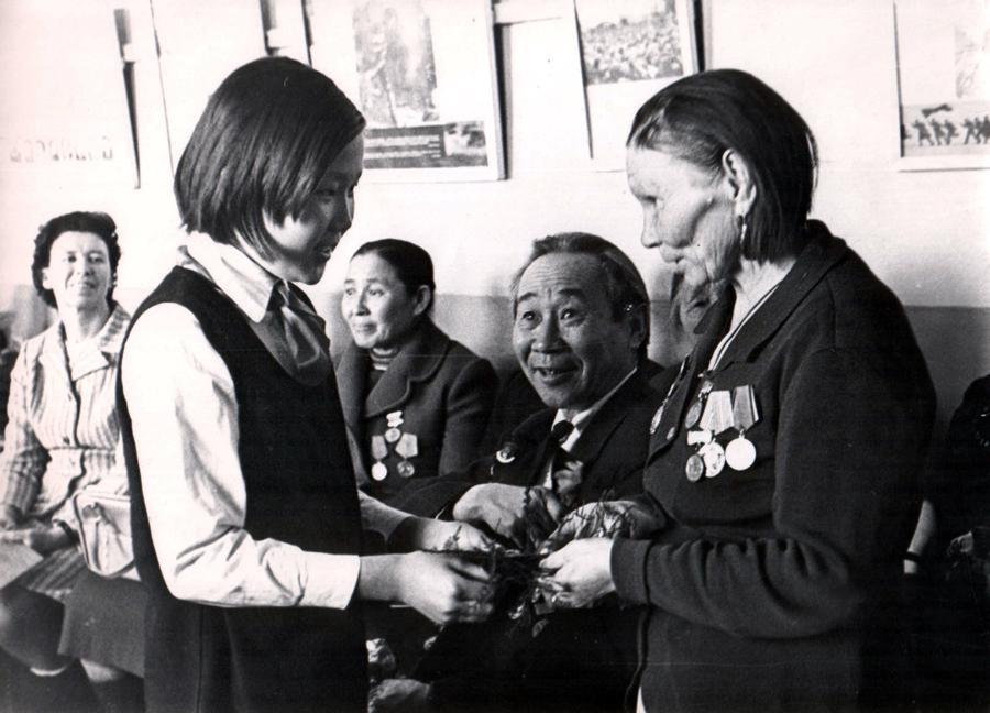 Вруч. Емельяновой Е., 1979 г..jpg