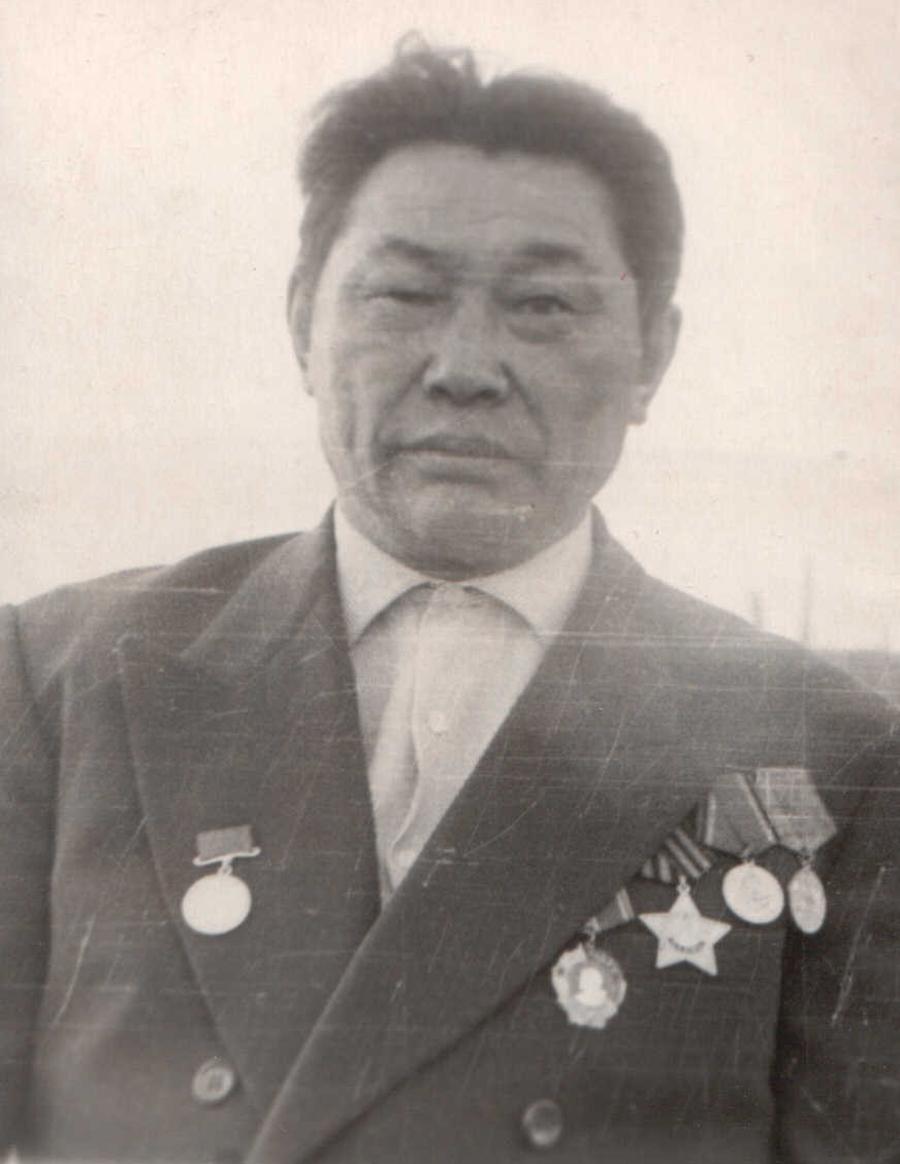 Балбарон Д.Д., пред к-за Дылгырова. 1957 г..jpg
