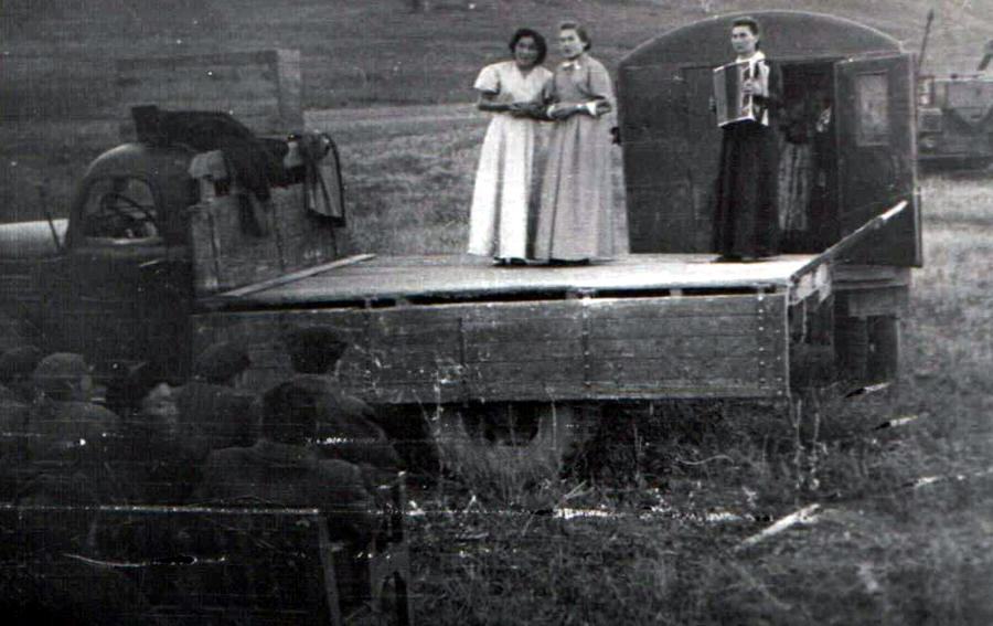1960-3.jpg