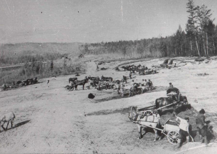11. На строительстве железной дороги. Начало 20 века.jpg