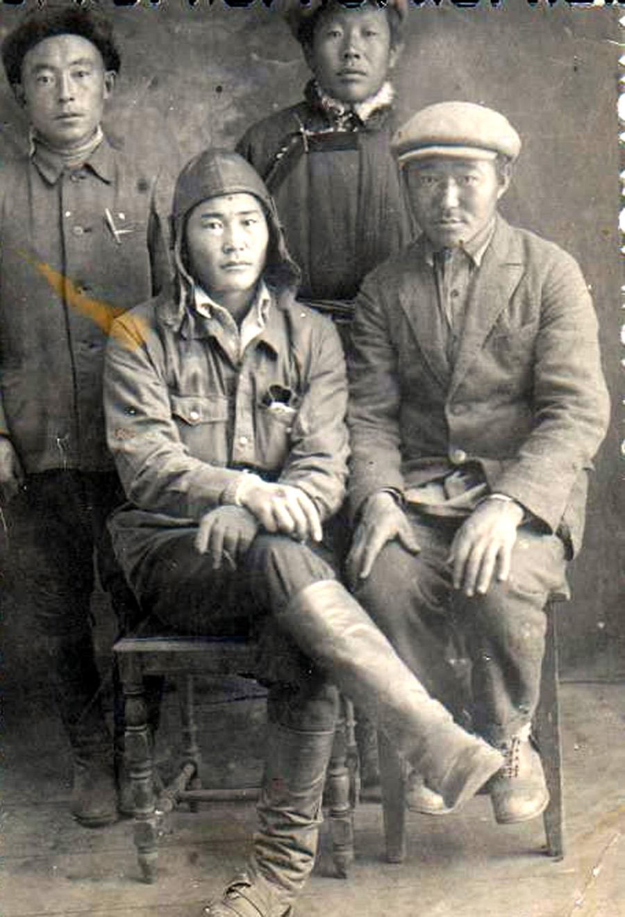 комсомольцы 30-х годов Могойтуйская ячейка.jpg