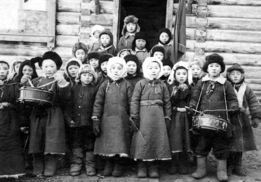 40-е гг. учащиеся НШ(начальная).jpg