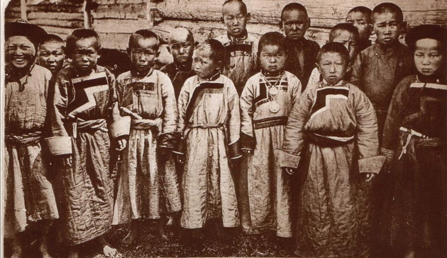 7. Начало ХХ века. Бурятские дети в Чите.jpg