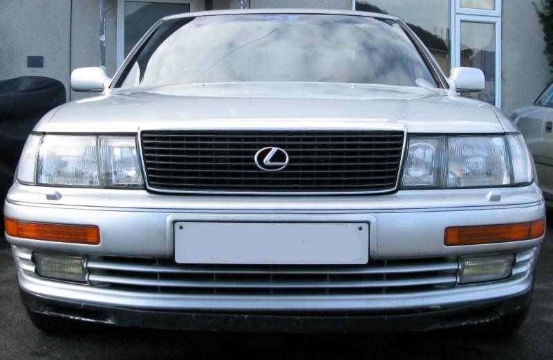 Lexus LS400 front