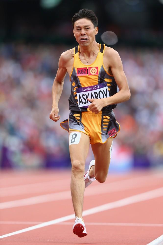 Легкоатлет Ержан Аскаров участвует в беге на 800 м