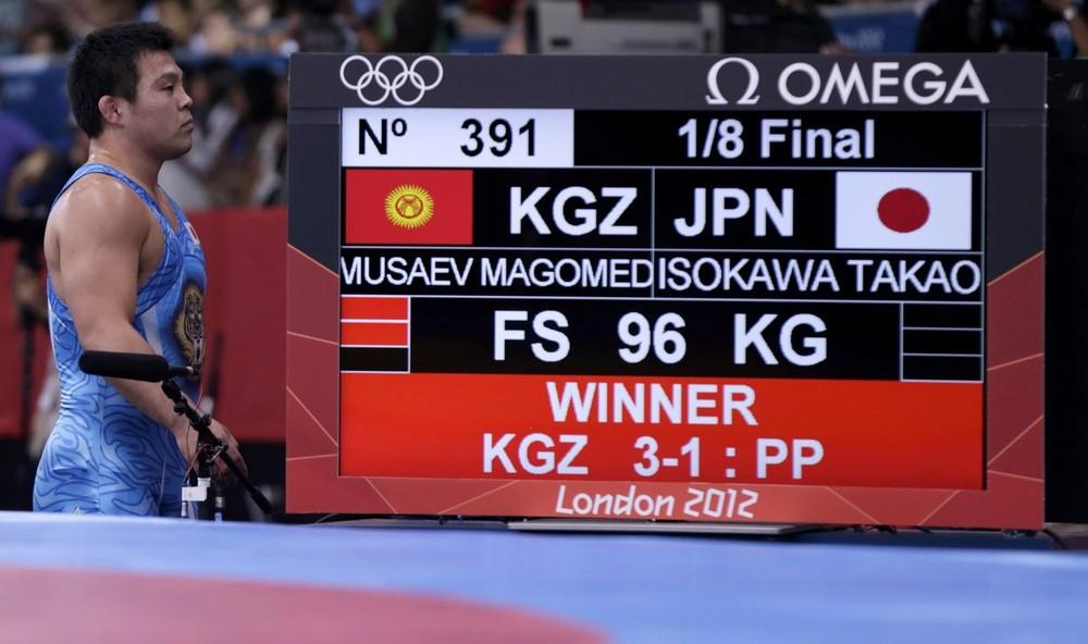Борец из Кыргызстана Магомед Мусаев одолел борца из Японии ISOKAWA Takao
