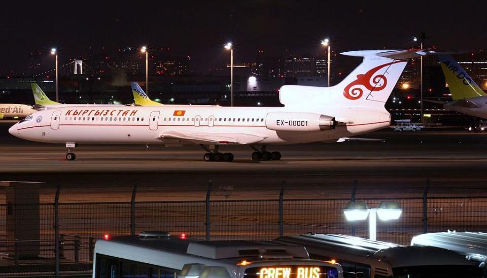 02 Президентский самолет Ту-154 EX00001 на стоянке в аэропорту Haneda в Токио