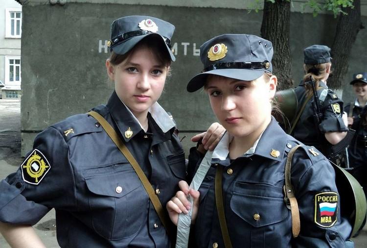 devushka-v-militseyskoy-forme-foto