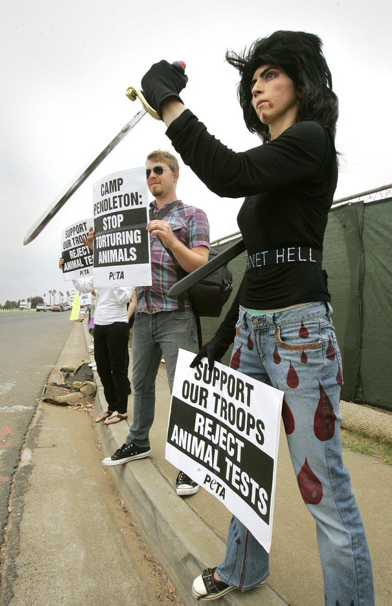 Насим на акции против убийства животных