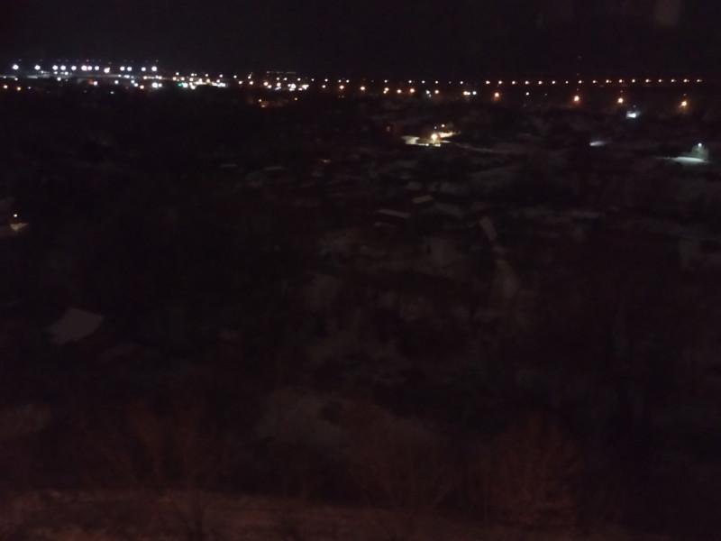 Вид из окна ночью, в реальности всё красивее и более снежно :)