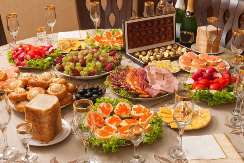 Как не набрать несколько килограмм в новогоднюю ночь: советы диетолога