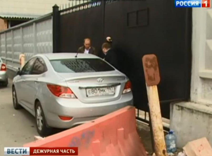 Нападение у СК на журналиста России 1.mp4_snapshot_03.33_[2014.06.21_15.14.34]