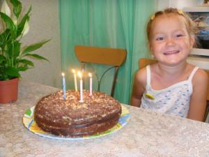 Камила с тортом