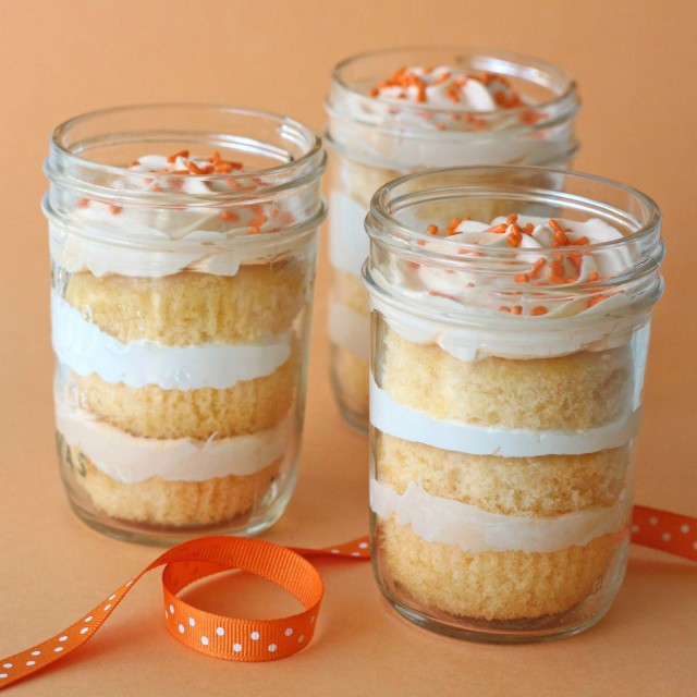 Orange-Dreamsicle-Cupcakes-in-a-jar-640x640