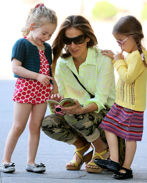 Sarah Jessica Parker daughter in Rad Rainbow