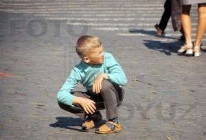 мальчик на красной площади 71 г автор неизвестен600x600,fs-mf,01,012-12-01-027