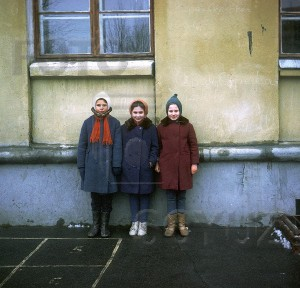 москва 67 г школьницы у здания автор неизвестен600x600,fs-mf,01,012-12-01-021