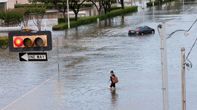texas-storms-kills-evacuations.si