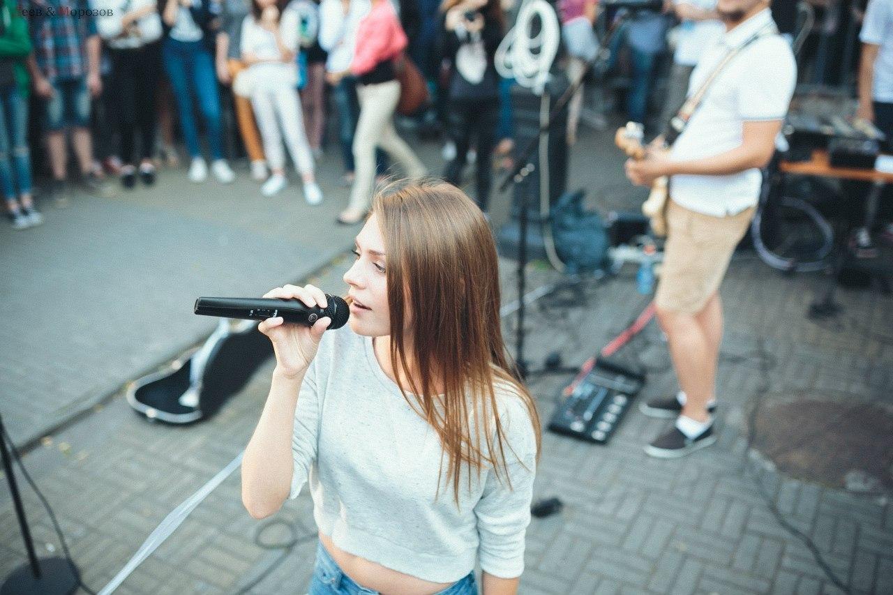 Живое live выступление Bad Holiday (Ксения Хохлова - вокал)