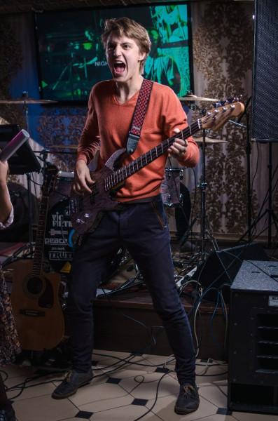 Крик (Степан Климов - бас-гитара)