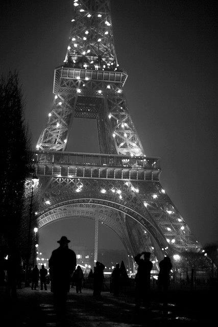 paris_eifel_b-w