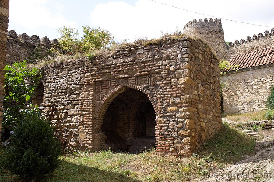 Ананури. Остатки древней церкви