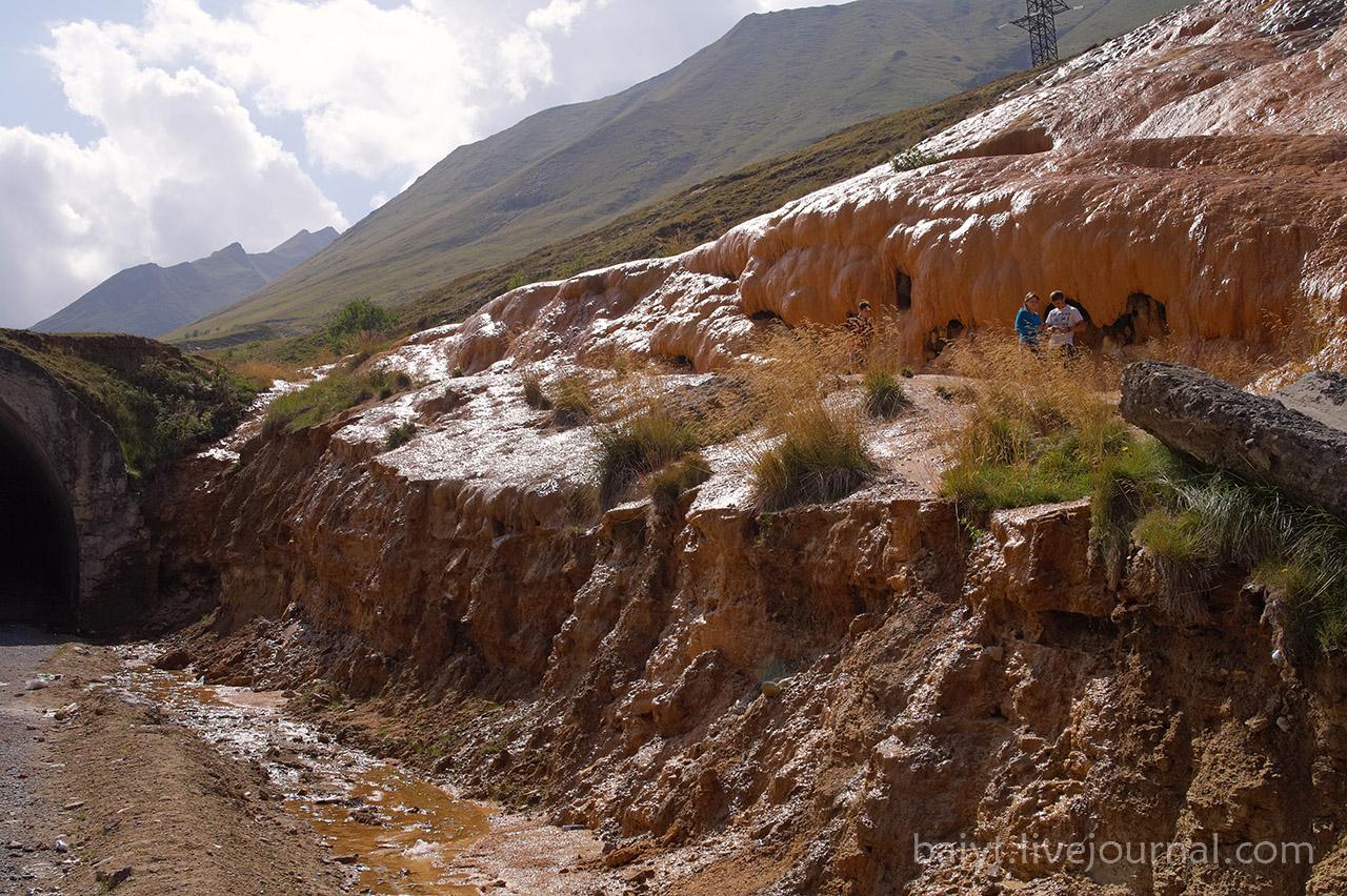 Минеральный источник на Крестовом перевале