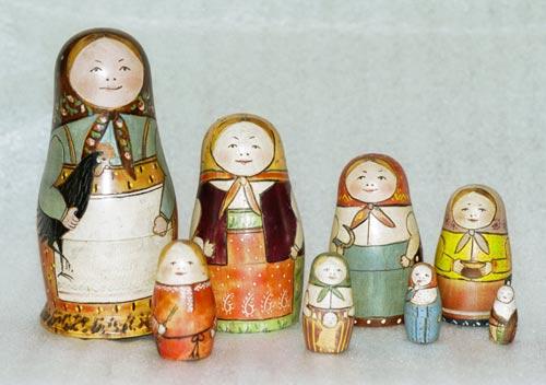 музейный экспонат, первая матрешка мастерской «Детское воспитание», роспись Сергея Малютина