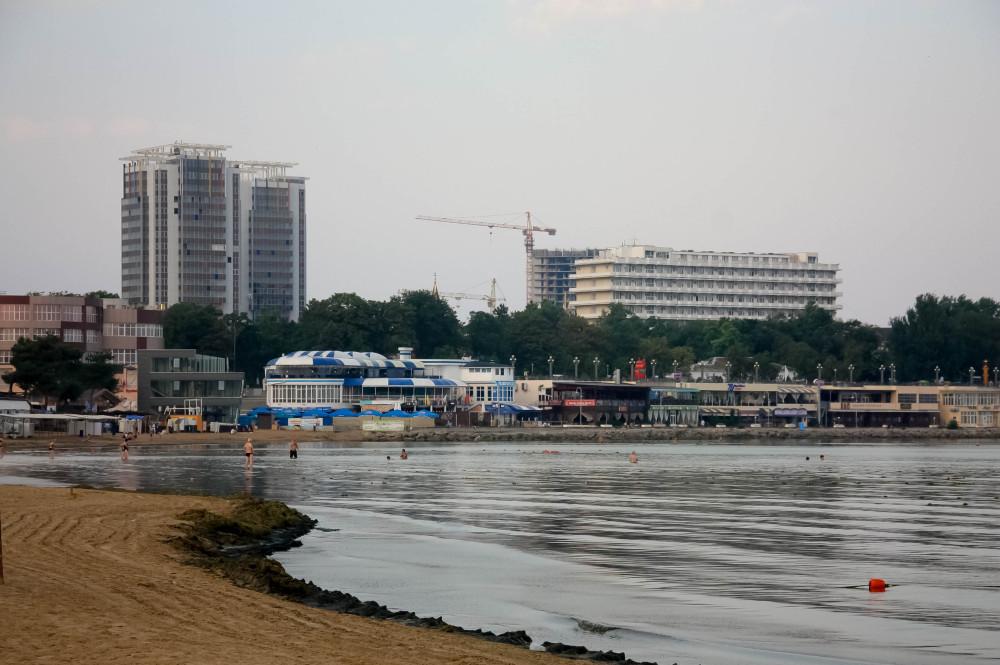 сколько стоят лежаки на пляже клеопатра