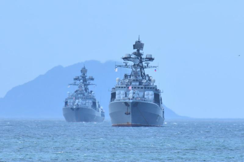 "БПК ""Адмирал Трибуц"" и ""Адмирал Виноградов"" у берегов Японии. 2018."