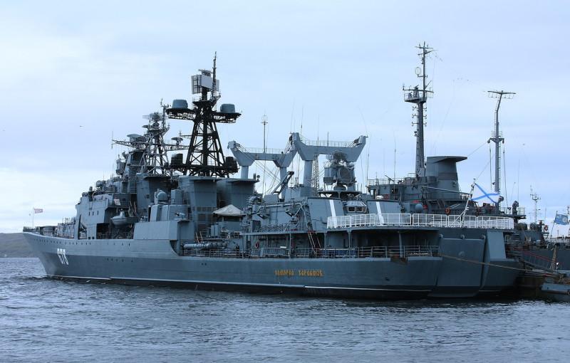 "БПК ""Адмрал Харламов"" у причала в Североморске."