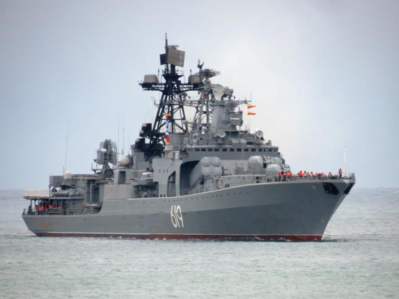 """БПК """"Североморск"""" заходит в Севастополь. Фото - А.Балабин."""