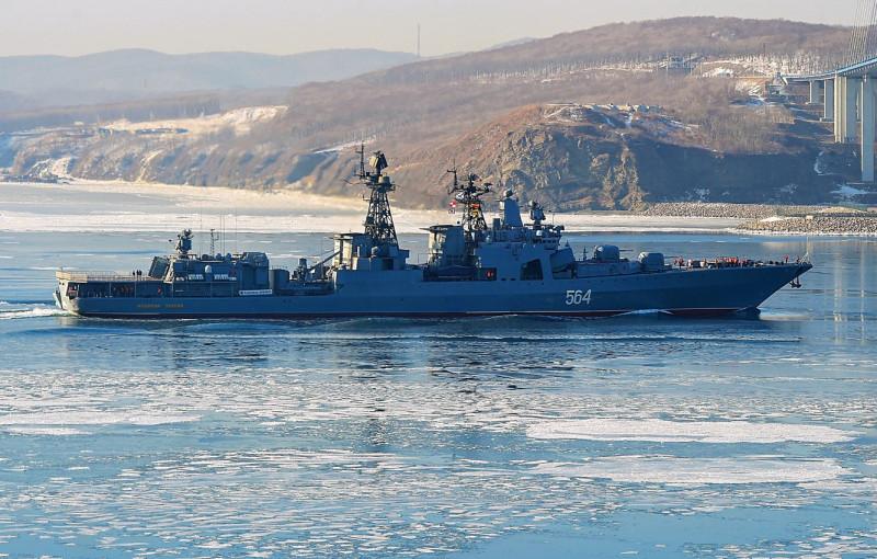 """БПК """"Адмирал Трибуц"""" заходит во Владивосток."""