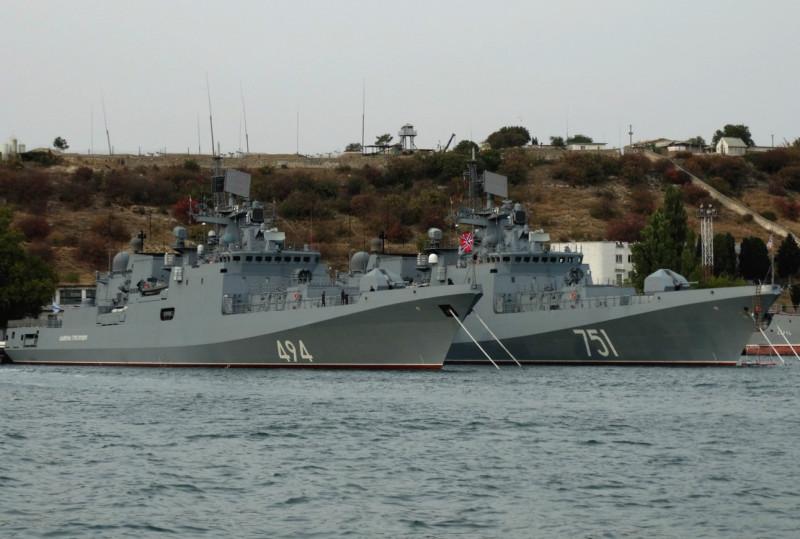"""Фрегаты """"Адмирал Григорович"""" и """"Адмирал Эссен"""" в Севастополе. Фото - А.Балабин."""