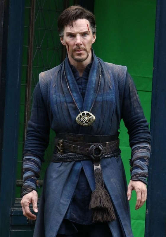 Benedict-Cumberbatch-in-New-York-City-doctor-strange-2016-39457361-719-1024
