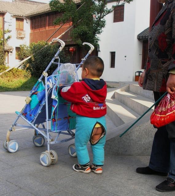 Картинки по запросу дырявые штаны китай