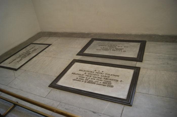 Надгробные плиты крипты