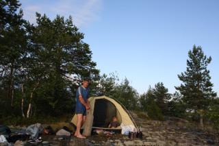 Лёньке в палатке вечером комфортнее