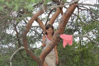 Настя на дереве