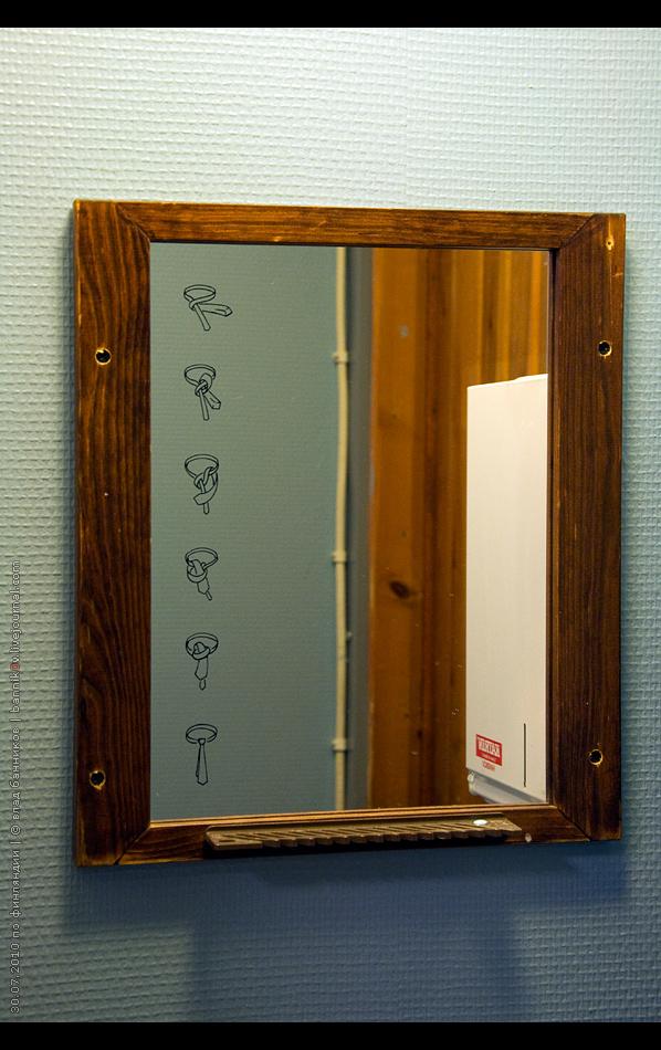 любопытное зеркало в туалете
