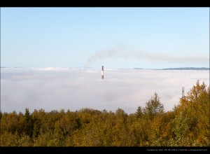туманное утро 25.08.2012, одна из двух труб южной котельной (первую не видно)