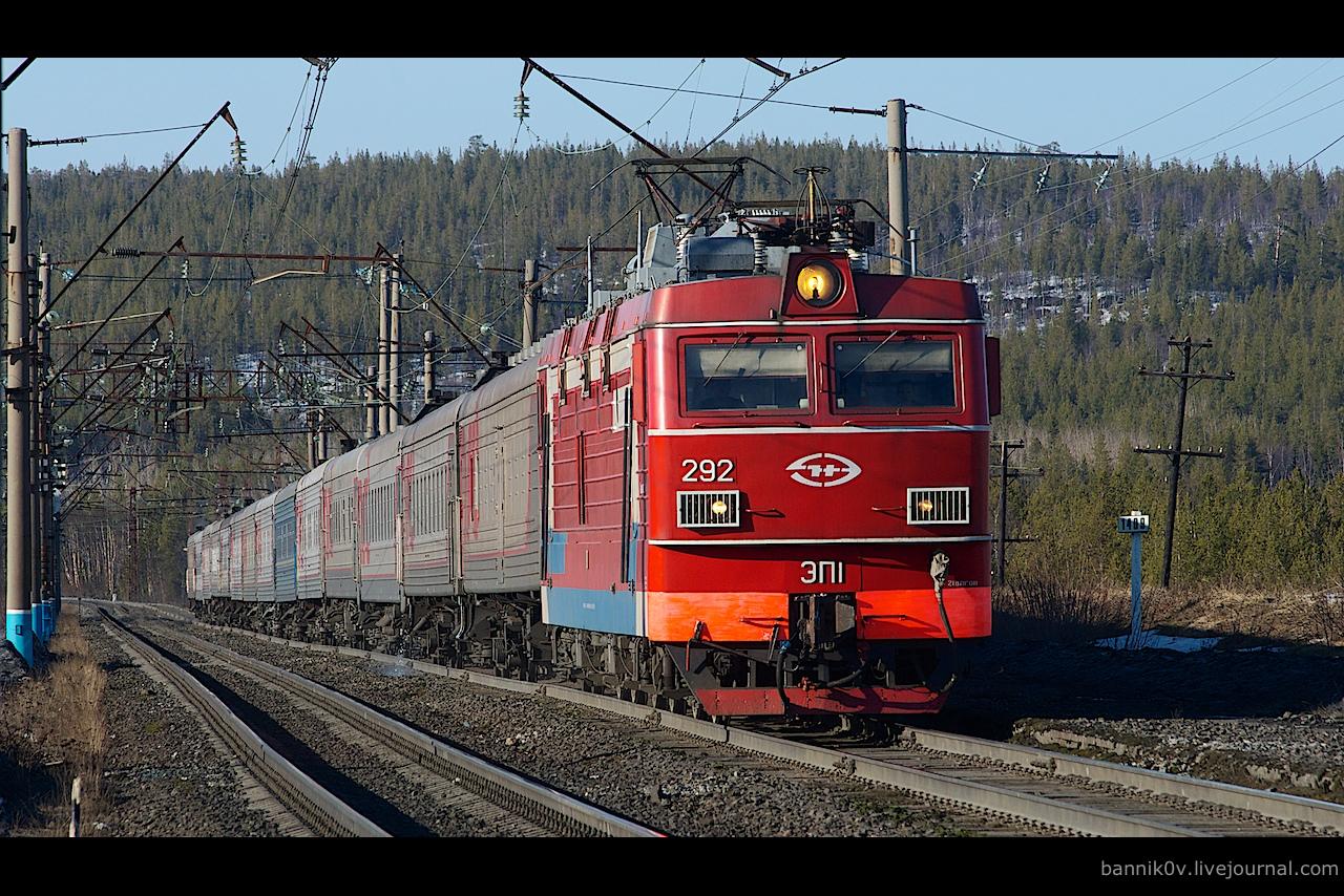 ЭП1-292 с поездом 373 «Мурманск—Вологда» на приближении к ст. Магнетиты из Шонгуя