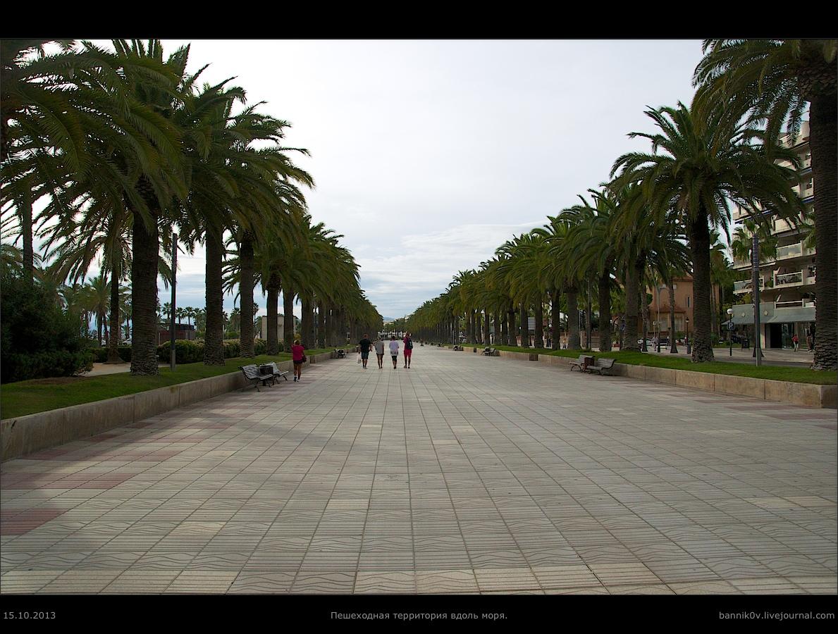 Пешеходной территория вдоль моря